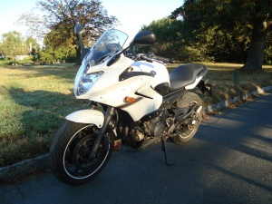 Yamaha XJ6 Excellent mirrors and an effective fairing ease motorway commuting